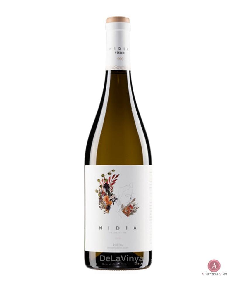Vino blanco. Vino Rueda. Botellas de vino. Tempranillo.